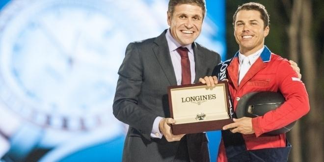 Juan-Carlos Capelli und Kent Farrington, Siegerehrung für den Longines Cup of the City of Barcelona - Longines Reitsport