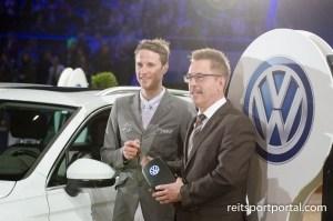 Christian Kukuk mit dem Schlüssel für seinen VW Tiguan