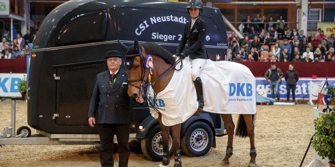 Für die Siegerin Irma Karlsson gab es einen Boeckmann-Anhänger als Siegespreis Foto: Stefan Lafrentz© www.sportfotos-lafrentz.de/Stefan Lafrentz