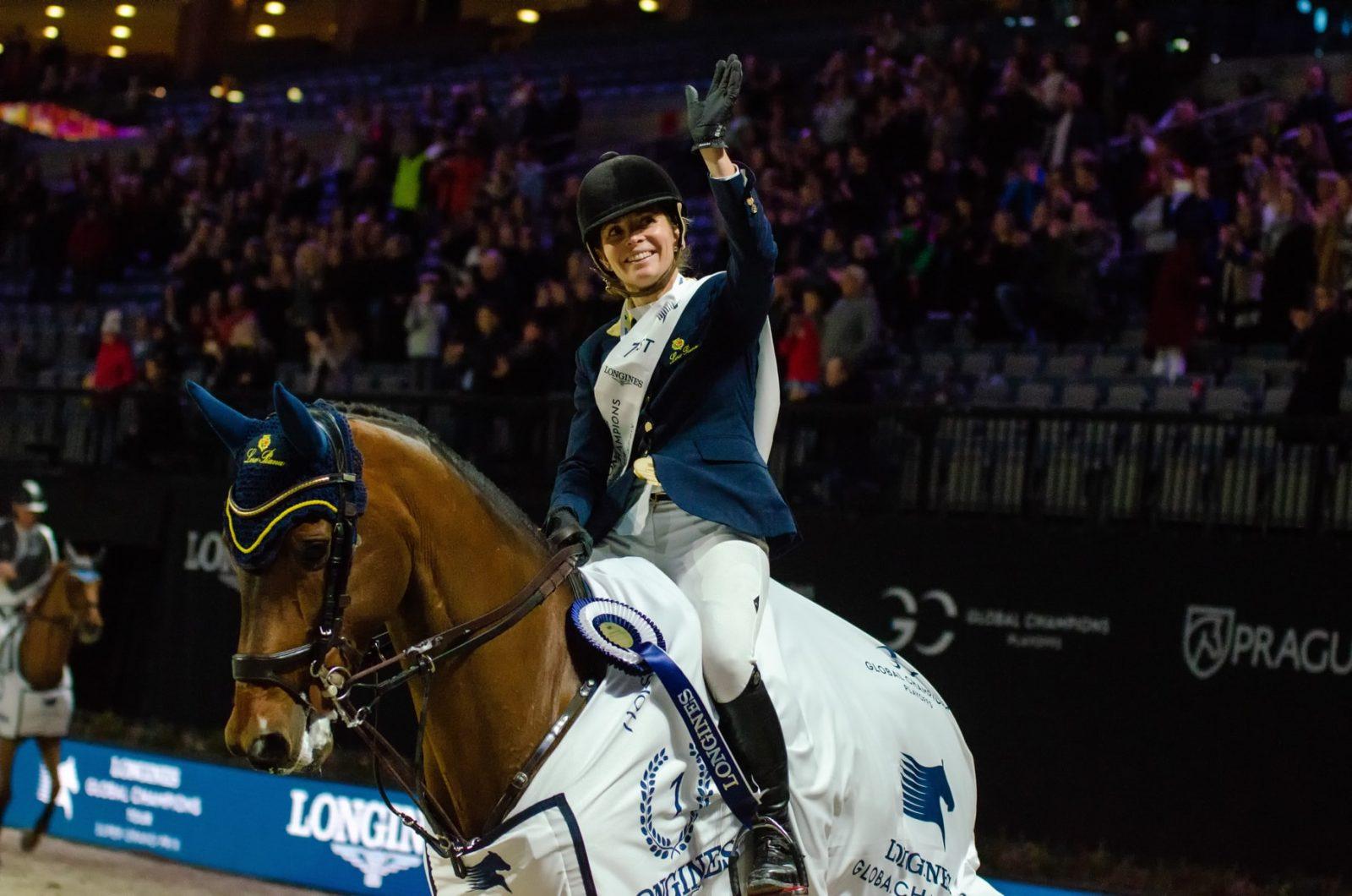 Edwina Tops-Alexander auf der Siegerrunde