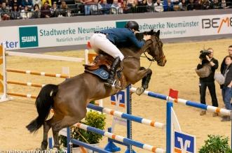 Peder Fredricson und H&M Christian K über dem letzten Sprung (Foto: Silvia Reiner)