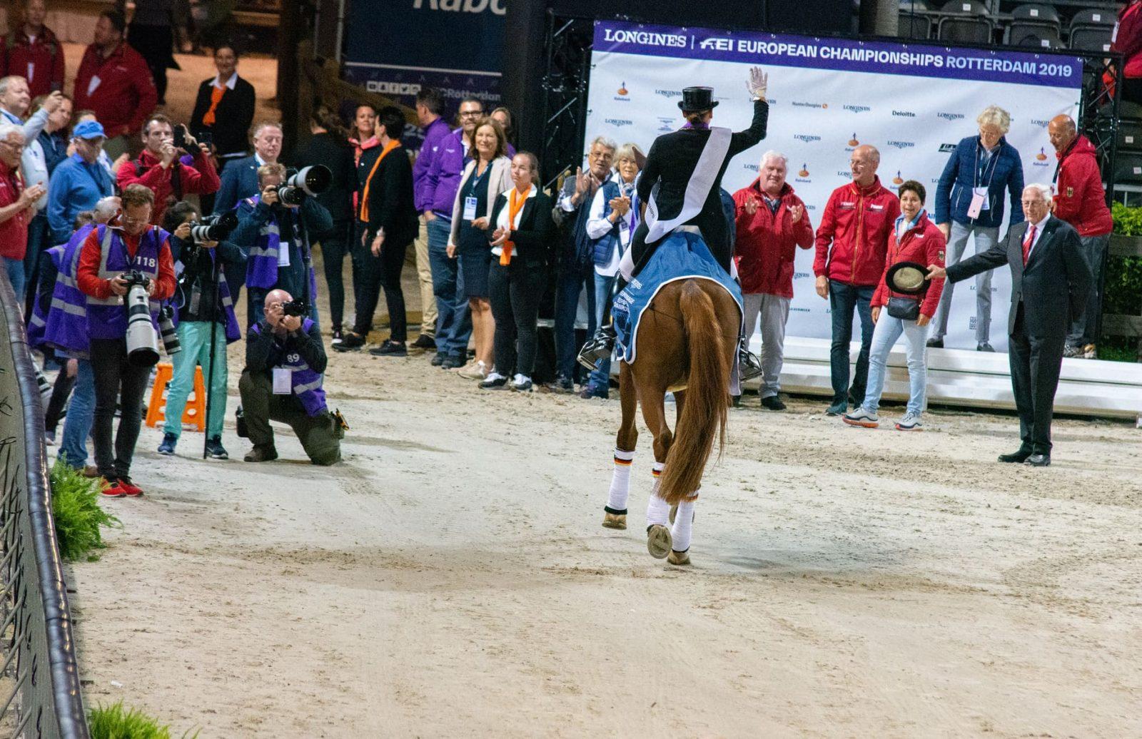 Isabell Werth auf dem Weg aus der Arena