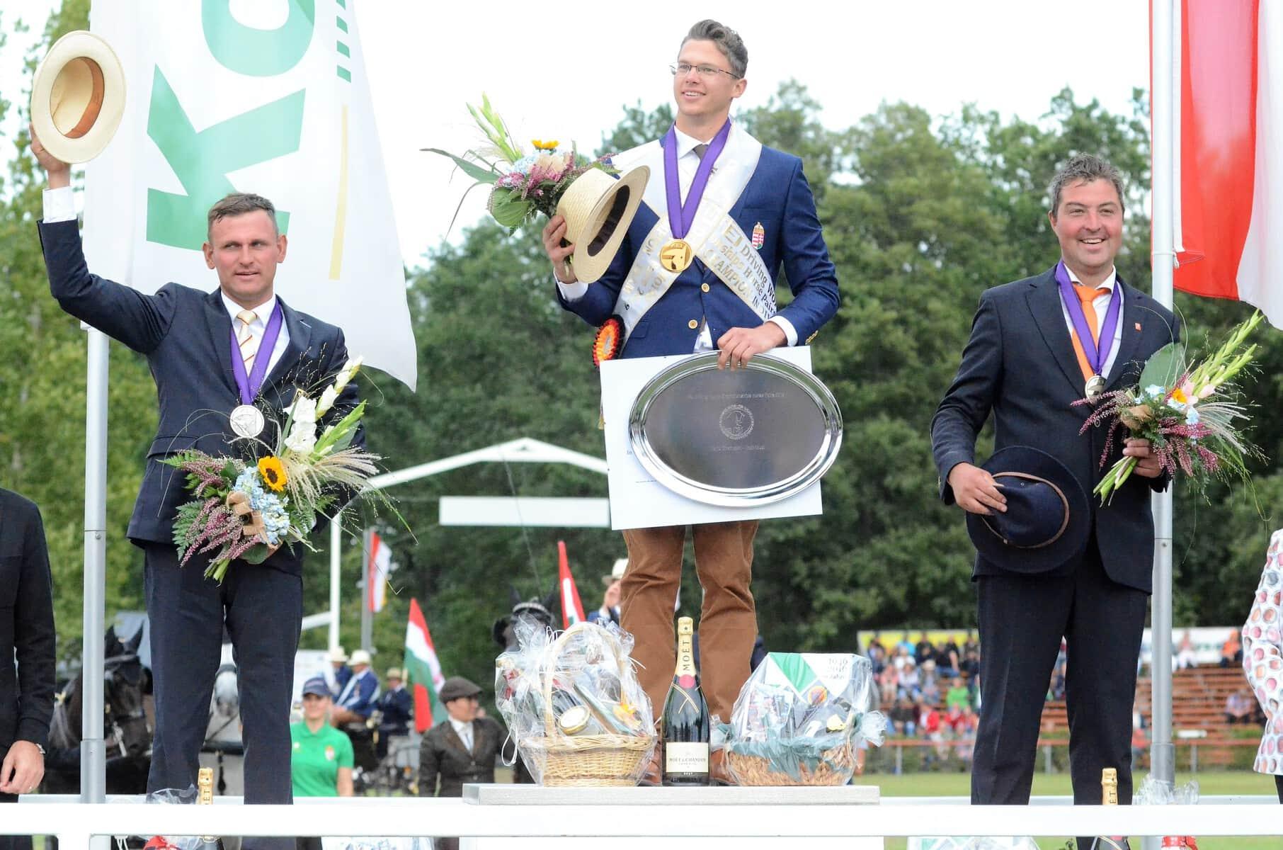 Siegerehrung-WM-2SP-Einzeln-Gold-Silber-Bronze.