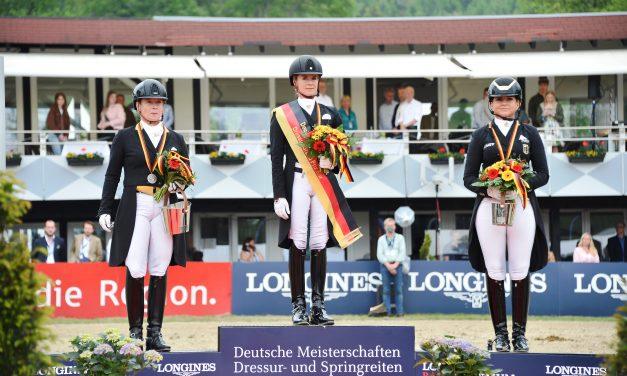 Jessica von Bredow-Werndl und TSF Dalera BB tanzen in Balve zum zweiten Meistertitel